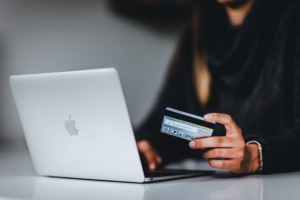 Leveraging outsourcing in e-commerce